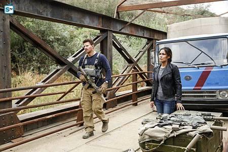 SEAL Team 1x11-14.jpg