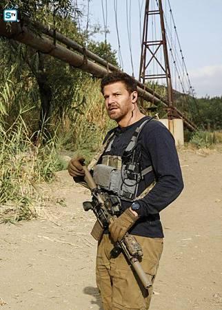 SEAL Team 1x11-15.jpg
