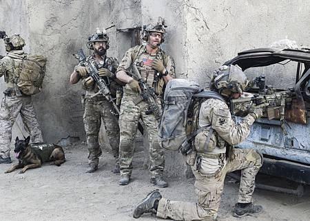 SEAL Team 1x12-02.jpg