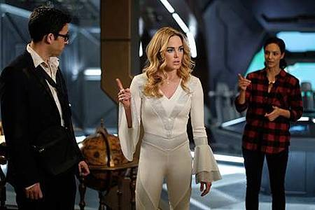 Legends of Tomorrow 3x11 (1).jpg
