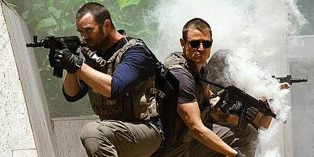 Sullivan-Stapleton-and-Phlip-Winchester-in-Strike-Back.jpg