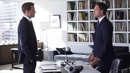 Suits S07B (5).jpg