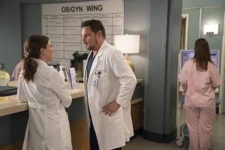Grey's Anatomy 14x18 (21).jpg
