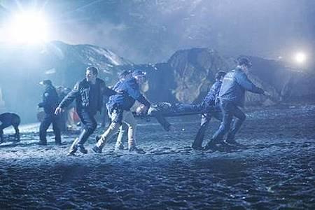 The Crossing S01 (5).jpg