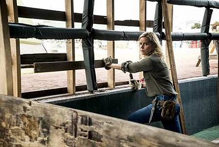 Fear The Walking Dead4x2 (1).jpg