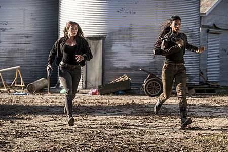 Fear The Walking Dead4x3 (1).jpg