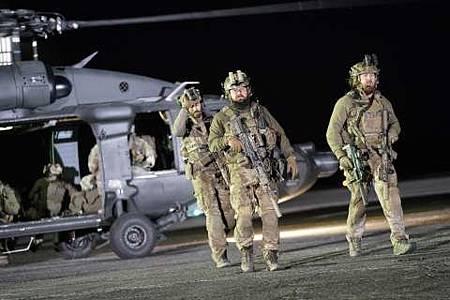 SEAL Team 1x22-03.JPG