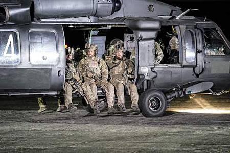 SEAL Team 1x22-04.JPG