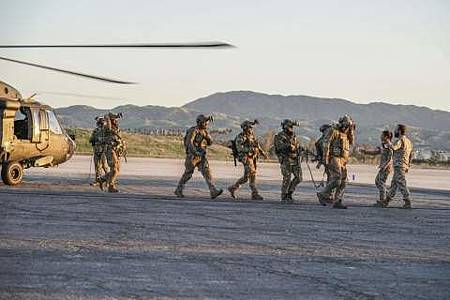 SEAL Team 1x22-05.JPG