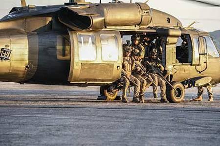 SEAL Team 1x22-06.JPG