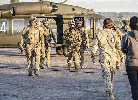 SEAL Team 1x22-09.JPG