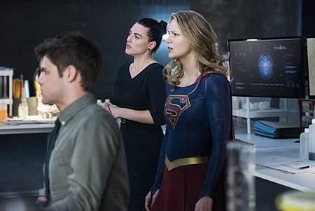 Supergirl3x19 (7).jpg
