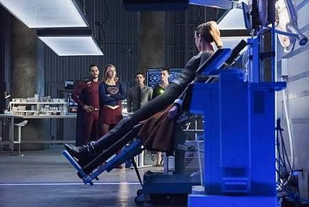 Supergirl3x19 (10).jpg