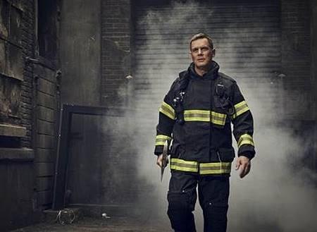 911 S02  cast (2).jpg