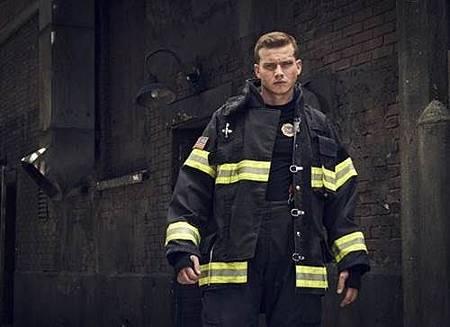 911 S02  cast (4).jpg