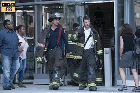 Chicago Fire 7x1 (2).jpg