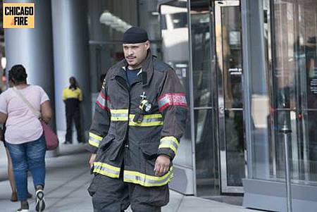Chicago Fire 7x1 (3).jpg