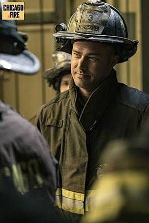 Chicago Fire 7x1 (5).jpg