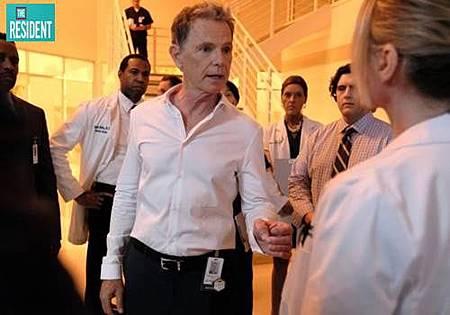 The Resident 2x1 (3).jpg