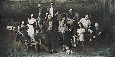 Modern Family S10 cast (1).jpg