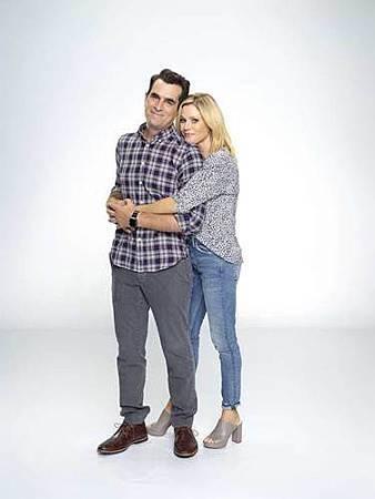 Modern Family S10 cast (18).jpg