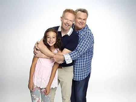 Modern Family S10 cast (28).jpg