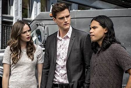 The Flash  5x1 (19).jpg