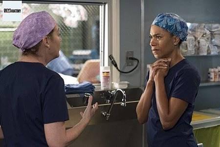 Grey's Anatomy 15x8 (13).jpg