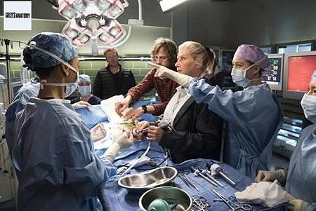 Grey's Anatomy 15x8 (16).jpg
