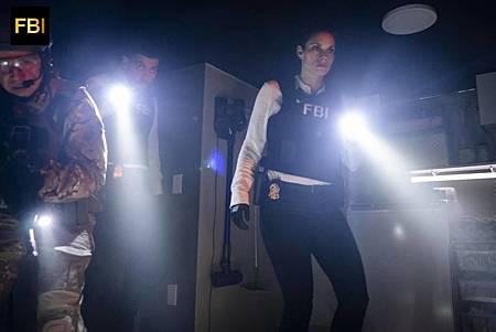 FBI 1×7 (9).jpg