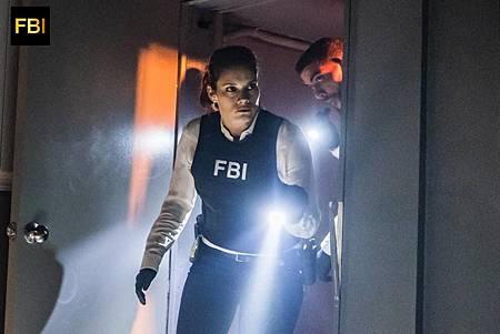 FBI 1×7 (10).jpg