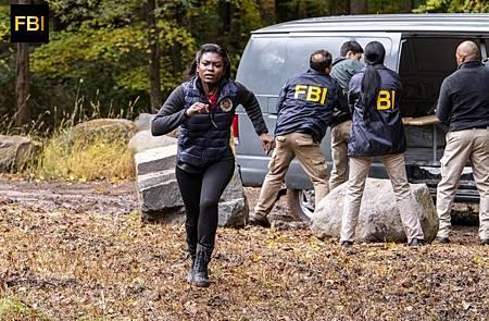 FBI 1×8 (7).jpg