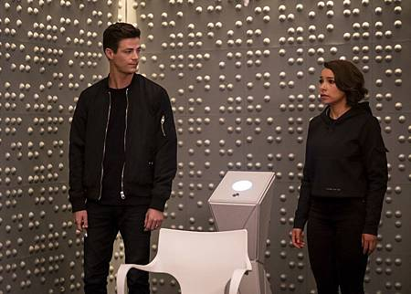 The Flash  5x8 (100th) (3).jpg