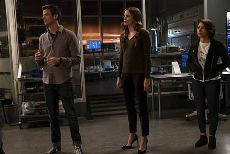 The Flash  5x8 (100th) (4).jpg