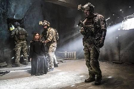 SEAL Team 2x12-05.jpg