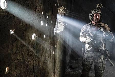 SEAL Team 2x12-06.jpg