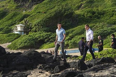 Hawaii Five-O 9x13-03.jpg