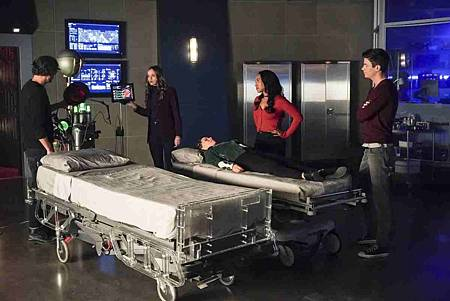 The Flash  5x12 (6).jpg