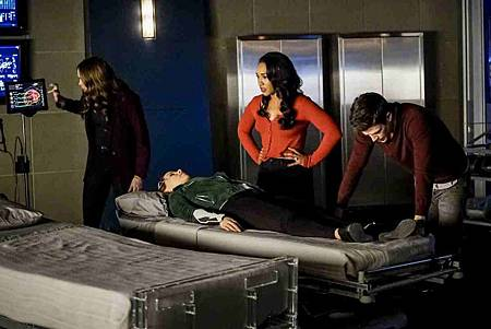 The Flash  5x12 (10).jpg