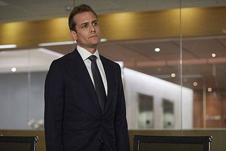 Suits S08B (2).jpg