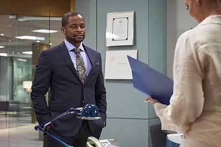 Suits S08B (27).jpg
