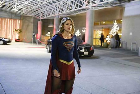 Supergirl 4x12 (2).jpg