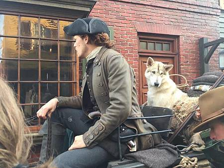 Outlander S04set (1).jpg