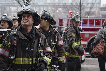 Chicago Fire 7x15交叉(22).jpg