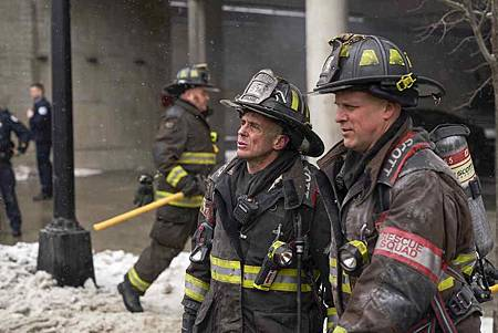 Chicago Fire 7x15交叉(24).jpg