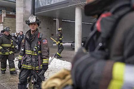 Chicago Fire 7x15交叉(25).jpg
