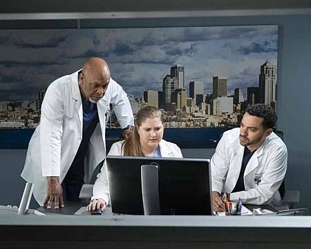 Grey's Anatomy 15x18 (7).jpg