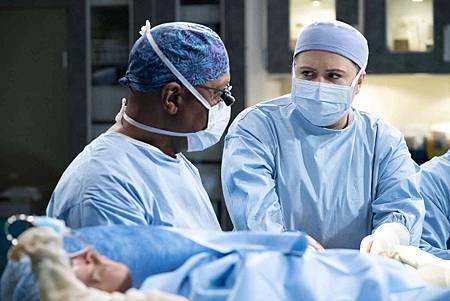 Grey's Anatomy 15x18 (12).jpg