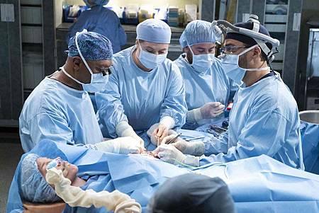 Grey's Anatomy 15x18 (14).jpg