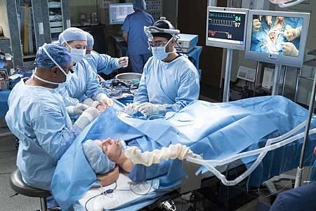 Grey's Anatomy 15x18 (15).jpg